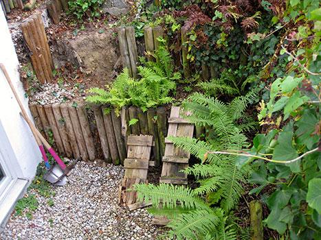 GartenBaur Projekt Lichtgraben mit Katzentreppe vor Neugestaltung