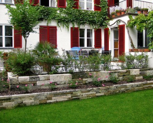 GartenBaur Experte für Mauer- und Pflanzarbeiten